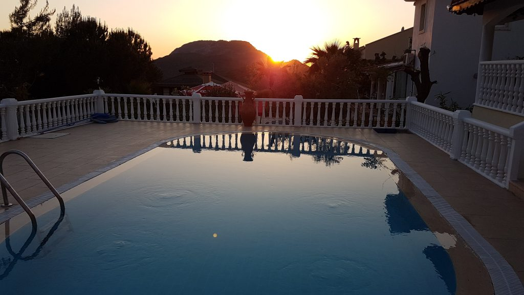 Sunset ove rthe pool at Villa Hayat
